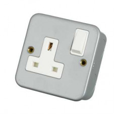 Click Scolmore CL035 Metal Clad 1 Gang 13A DP UK Switched Socket with Back Box & Knockouts